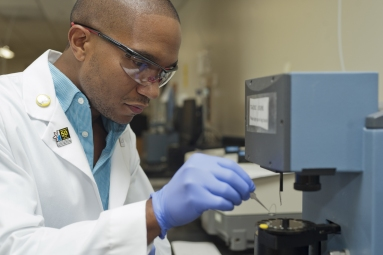 Maurice Payne in lab