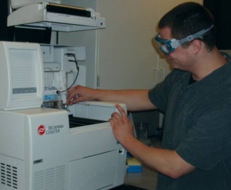 Brennan setting up a Capillary Electrophoresis Experiment
